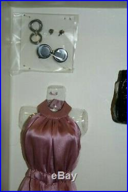FR2 Metropolitan Dominique Doll Fashion and Accessory Set LE300 NRFB