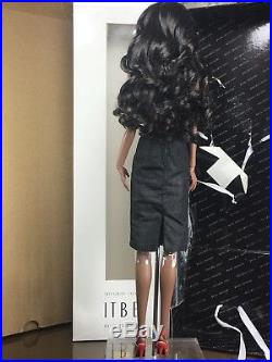 ITBE NUDE Second Skin Vanessa Fashion Royalty Doll Box And Stand