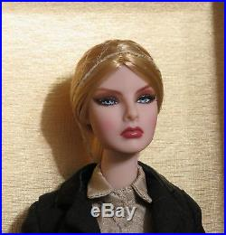 NRFB October Issue AGNES Doll COA SAMPLE 2013 Convention Fashion Royalty