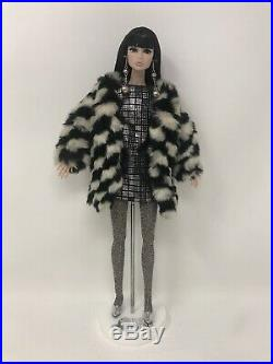RARE Integrity Toys Poppy Parker KICKS Convention Centerpiece Doll NO BOX Stand